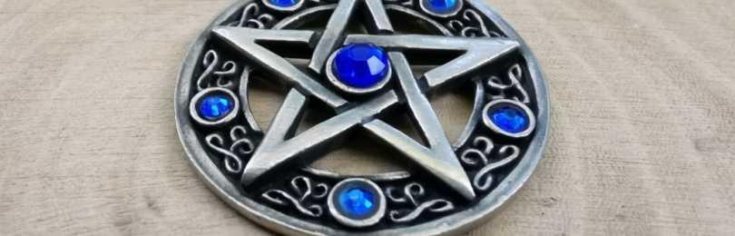 Амулет пентаграмма: какое значение имеет пятиконечная звезда в круге, как использовать оберег и как можно зарядить и очистить кулон?