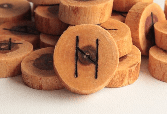 Руна Хагалаз (Хаг): сочетание и значение с другими рунами