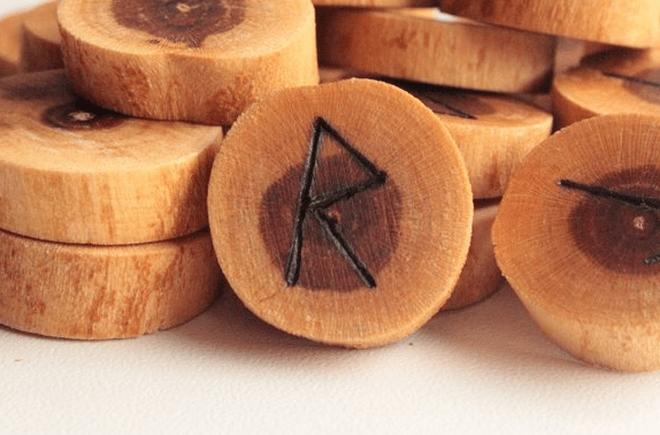 Руна Райдо: значение, его изменение в зависимости от сочетания с другими рунами