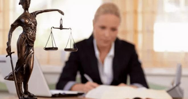 став адвокат с оговором