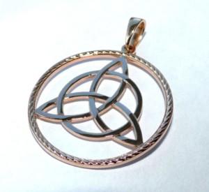 Амулет Трилистник: значение символа трехлистного клевера, история появления знака и как сделать оберег своими руками, что для этого нужно?